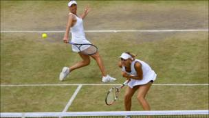 Елена Веснина (справа) и Вера Звонарева