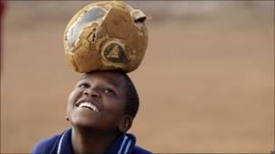 Niño con una pelota