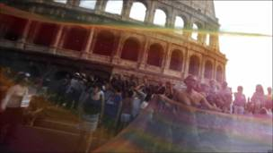 Festejos frente al Coliseo en Roma