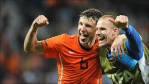 Van Bomme celebra con Oojier