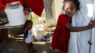 Niños en refugio temporal.