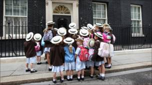 Niños visitan Downing Street