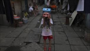 девочка в китайской маске