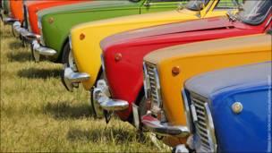 """Разноцветные машины на фестивале """"Автоэкзотика-2010"""" в Тушино"""