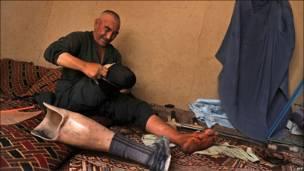 مرد معلول افغان
