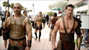 Fans disfrazados de vikingos
