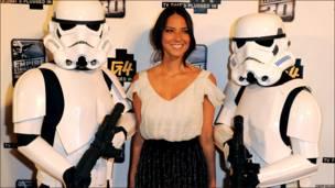 Olivia Munn y Storm Troopers