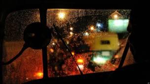 Vista desde ventanilla de una rickshaw en Ahmadabad, capital del estado de Gujarat