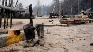 Сапоги и обгоревший забор, пожары в рязанской области