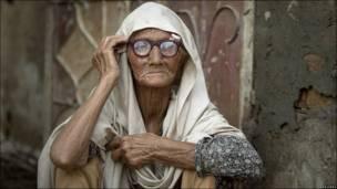 Mujer afectada por las inundaciones en Pakistán