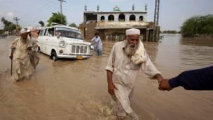 وتضرر نحو ثلاثة ملايين شخص في جنوب باكستان خصوصا ولاية السند التي يعبرها نهر الهندوس