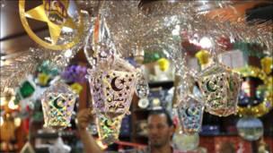 Ливан пойтахтидаги бозорлар ҳам Рамазон муносабати билан байрамона безатилди.