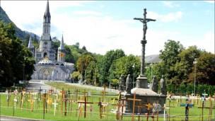Santuario de Lourdes sin visitantes