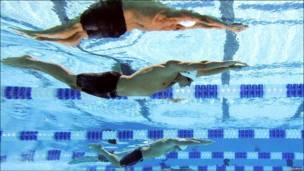 تصویری از استارت شناگران از زیر آب