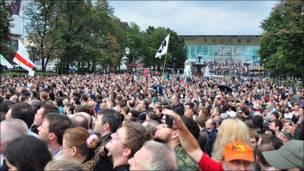 Народ на Пушкинской площади