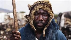 Un miembro de la tribu de los pigmeos.