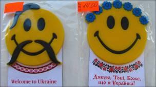 """Значки-смайлики с надписью """"Спасибо, господи, что я родилась на Украине"""""""