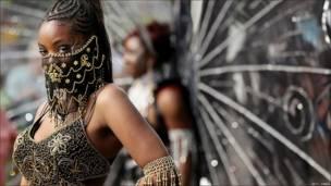 Mujer con la cara tapada, carnaval de Nothing Hill