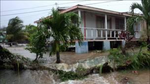 Inundaciones producidas por Earl en Antigua