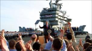 Bush declara guerra vencida, em 1º de maio de 2003