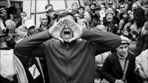 Толпа на Триумфальной площади. Фото martin sqare