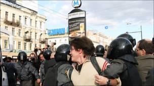 Митинг в Петербурге на Гостином дворе. Фото s. chernov