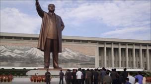 Estatua de Kim Il Sung en Pyongyang
