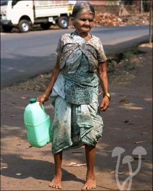 Пожилая женщина в Индии