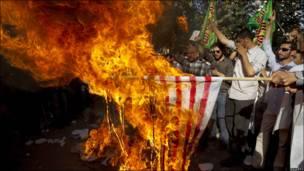 Quema de bandera de EE.UU. en Irán
