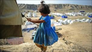 Niña en un campo de refugiados en Pakistán