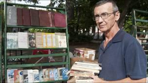 Alejandro Pérez, librero.