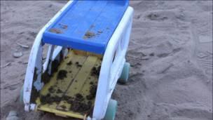 Juguete en la arena (Fotos y textos Macarena Gagliardi)