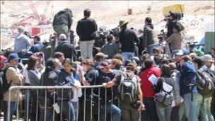Amontonamiento de periodistas.  (Foto de Rodrigo Bustamante)