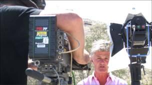 Periodista Tim Wilcox enfrenta las cámaras   (Foto de Rodrigo Bustamante)