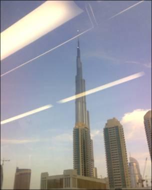 دبئی میٹرو سے برج خلیفہ کا منظر