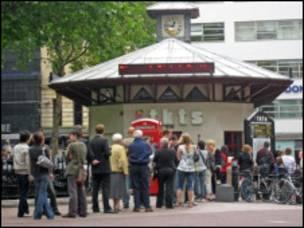 """位于Leicester Square的""""官方折扣售票亭"""""""