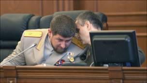 Президент Чечни Рамзан Кадыров слушает министра внутренних дел России Рашида Нургалиева