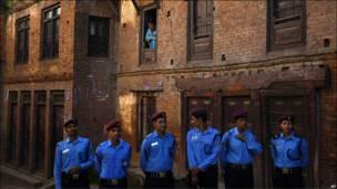 Soldados de azul en Nepal
