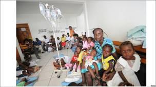 Haitianos recibiendo tratamiento médico