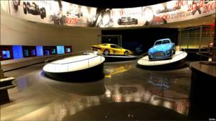 Ferrari de lujo en exposición.