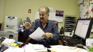 بهراز، حسابدار و مدیر موسسه مالی و حسابداری در آمریکا