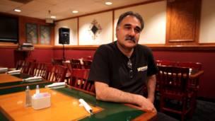 حسین، مدیر رستوان