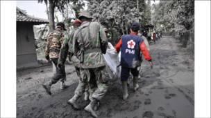 تواصل عمليات الانقاذ