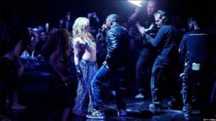 Actuación Shakira