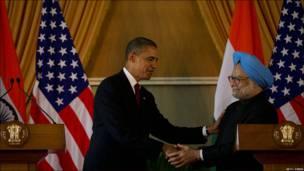 El presidente de Estados Unidos, Barack Obama, de visita en Delhi, y el primer ministro de India, Manmohan Singh.