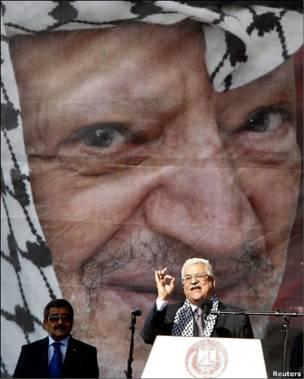 Махмуд Аббас выступает на митинге