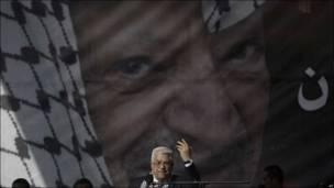 El líder palestino Mahmoud Abbas ofrece un discurso