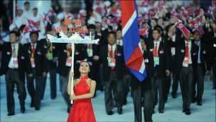 Negara tetangga dan sekutu Cina, Korea Utara, yang dikenal tertutup mengirimkan kontingen.