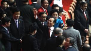 Perdana Menteri Cina Wen Jiabao  hadir dalam acara pembukaan yang melibatkan ratusan artis dan seluruh kontingen.