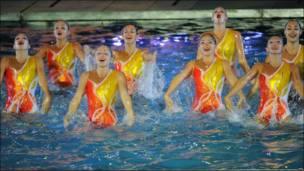 Senam sinkronisasi menjadi salah satu atraksi di pembukaan Asian Games 2010.